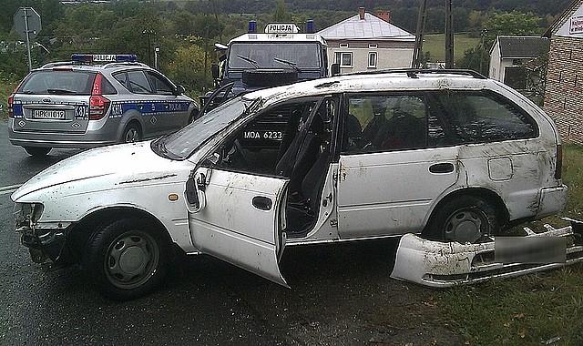 Toyota dachowała w Zarzeczu