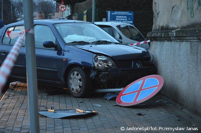 """Nieustąpienie pierwszeństwa na """"Stopach"""". Dwie osoby w szpitalu (fot. Przemysław Janas, Jaslonet.pl)"""