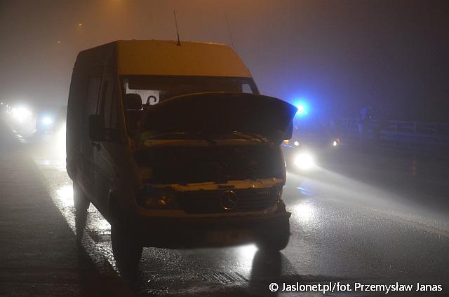 Ślisko na drogach! Zderzenie dwóch samochodów na 3-Go Maja w Jaśle (fot. Przemysław Janas, Jaslonet.pl)