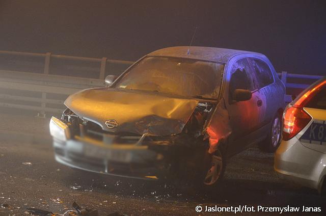 Ślisko na drogach! Zderzenie dwóch samochodów na 3-Go Maja w Jaśle