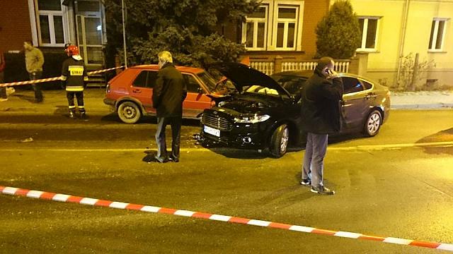 """Pijany kierowca wjechał """"pod prąd"""" na rondzie. Trzy osoby w szpitalu"""