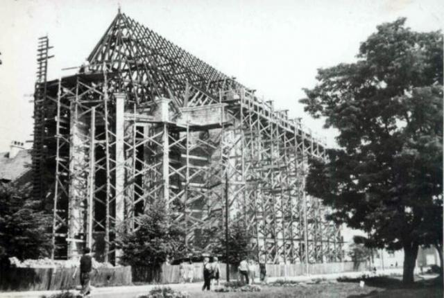 Budowa nowego kościoła oo. Franciszkanów (fot. franciszkaniejaslo.pl)