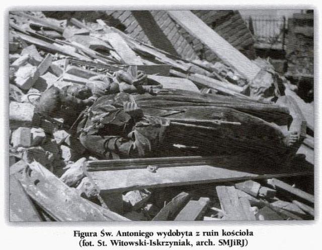 Patron miasta w gruzach kościoła oo. Franciszkanów