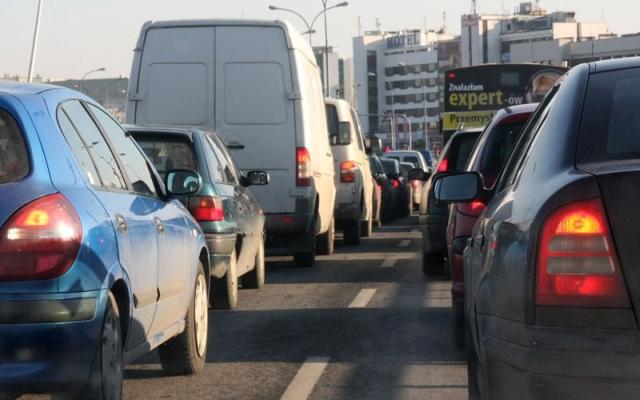 W dzień w Przeworsku hałas drogowy w 2015 r. został przekroczony o 8,4 dB. W innych punktach kontrolnych wyznaczonych przez WIOŚ nie zanotowano aż tak dużego przekroczenia dopuszczalnego poziomu hałasu. Fot. Wit Hadło