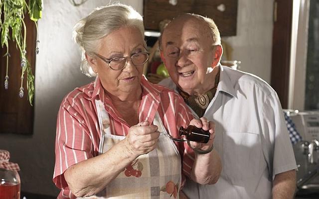 Osoby starsze czekają na zrealizowanie obietnicy rządu w zakresie dostęp do darmowych leków. Fot. Archiwum
