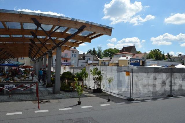 Trwają prace przy zadaszeniu drugiej części Zielonego Rynku