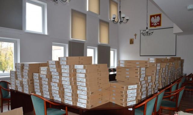 216 laptopów trafiło do miejskich szkół – trwa realizacja projektu Miasto Wiedzy