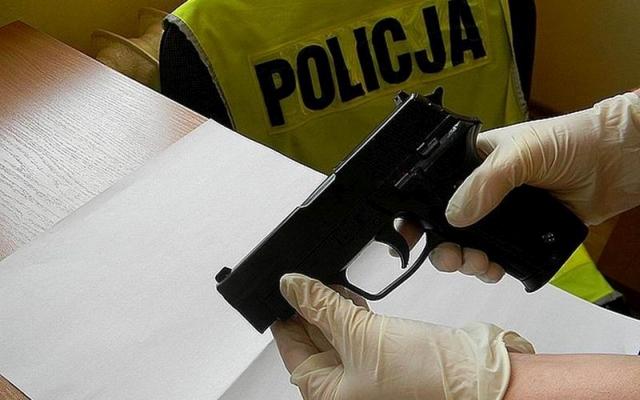 Czy należy ułatwić Polakom dostęp do broni?