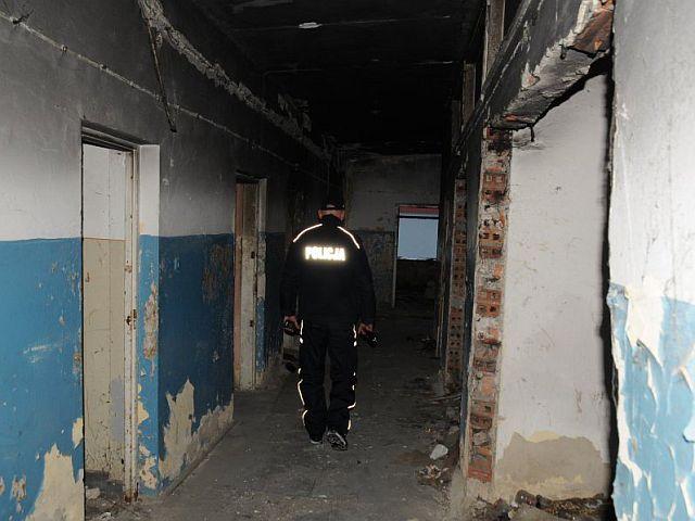 Policjanci pomagali osobom narażonym na wychłodzenie