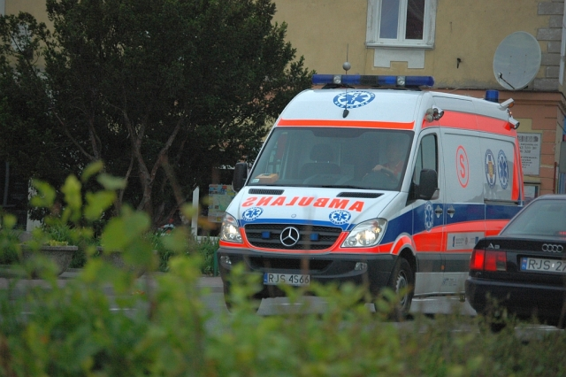 Tragiczny wypadek w Dębowcu. Mężczyznę przygniótł pień drzewa