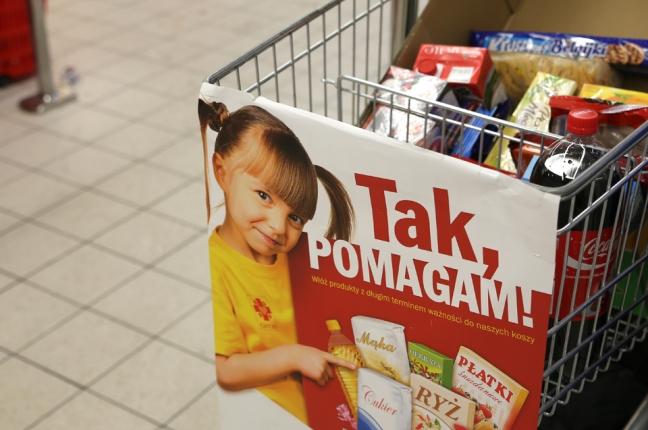 """Zbiórka żywności Caritas """"Tak, POMAGAM!"""" w sklepach Kaufland"""