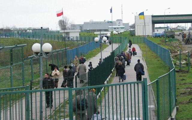 Bez wiz do krajów UE będą mogli podróżować tylko obywatele Ukrainy legitymujący się specjalnym paszportem biometrycznym. Fot. Monika Kamińska