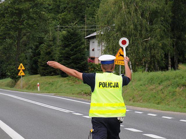 """Policjanci rozpoczynają działania pod hasłem """"Bezpieczne wakacje 2017"""""""