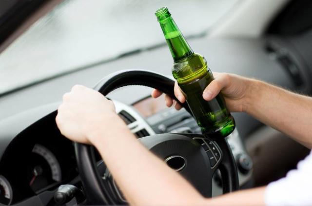 Po pijaku pojechał autem po... alkohol