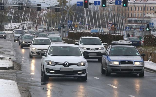 Rząd chce ściągać nowy podatek od kierowców!
