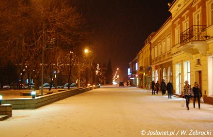 Jasielski deptak zimową nocą